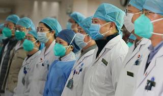Đồng nghiệp của bác sĩ đầu tiên cảnh báo dịch Covid-19 qua đời