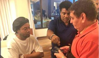 Sử dụng hộ chiếu giả, Ronaldinho bị bắt giữ không được về Brazil