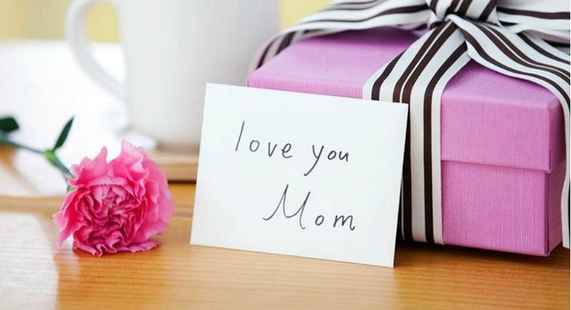 Hoa và thiệp gửi tặng mẹ yêu đầy ý nghĩa