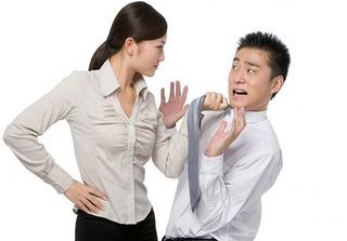 'Phát sốt' vì vợ ra rả như cái đài, chồng tìm đủ cách 'tắt tiếng' không thành