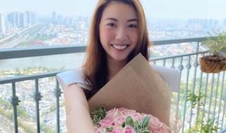 Thúy Vân khoe nhẫn cầu hôn đúng ngày 8/3