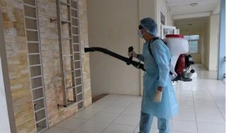 Bác sĩ chữa khỏi cho hai cha con người Trung Quốc bày cách chống lây virus Covid-19