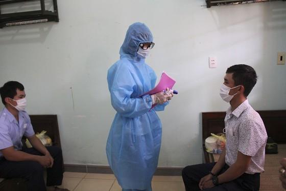 Bay cùng chuyến với bệnh nhân nhiễm Covid-19, lãnh đạo cử nhân viên đi... cách ly thay