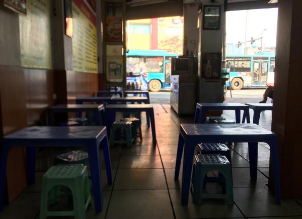 Nhà hàng, quán bia thêm lay lắt khi Hà Nội công bố ca nhiễm Covid-19