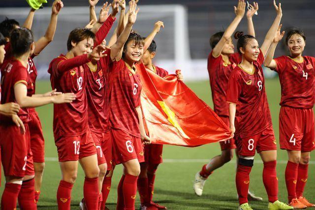 Chuyên gia Nguyễn Thành Vinh ngợi khen tuyển nữ Việt Nam