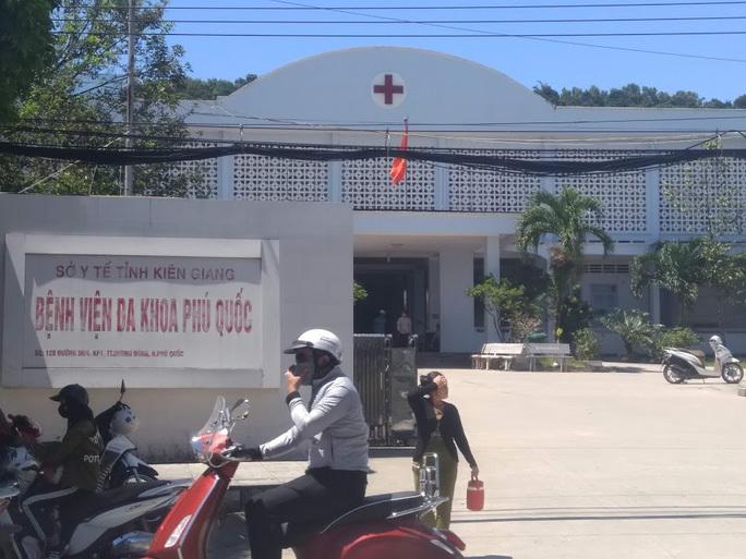 Phú Quốc cách ly thêm 3 du khách tiếp xúc gần với ca nhiễm Covid-19