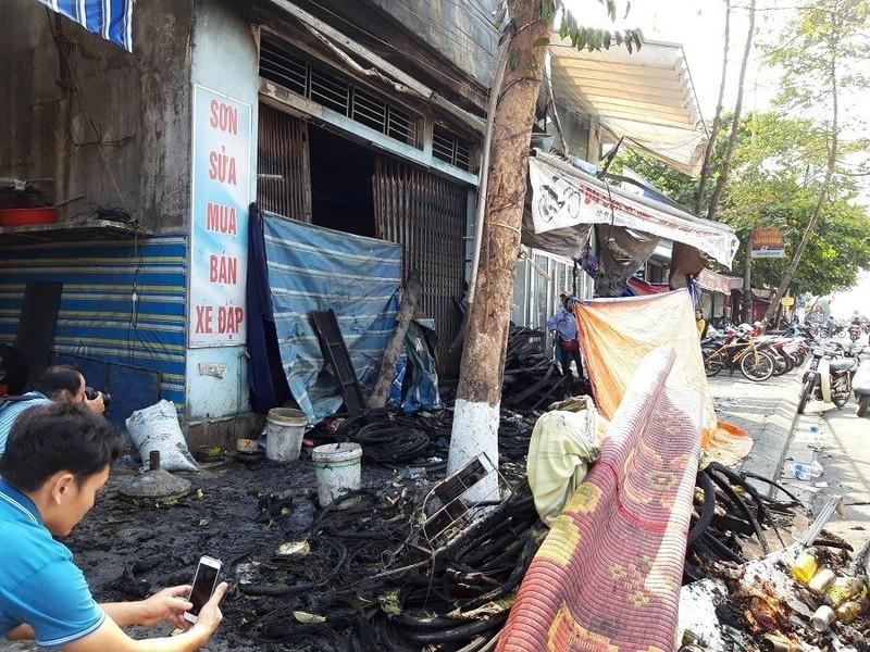 Sau mâu thuẫn, chồng tẩm xăng đốt nhà khiến vợ và hai con tử vong