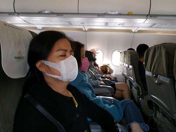 Đi máy bay mùa dịch Covid-19, cần phải làm gì để an toàn nhất1