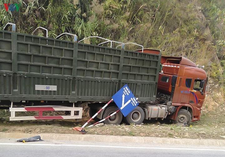 Nguyên nhân vụ xe đầu kéo đi lấn làn gây tai nạn khiến 2 người tử vong