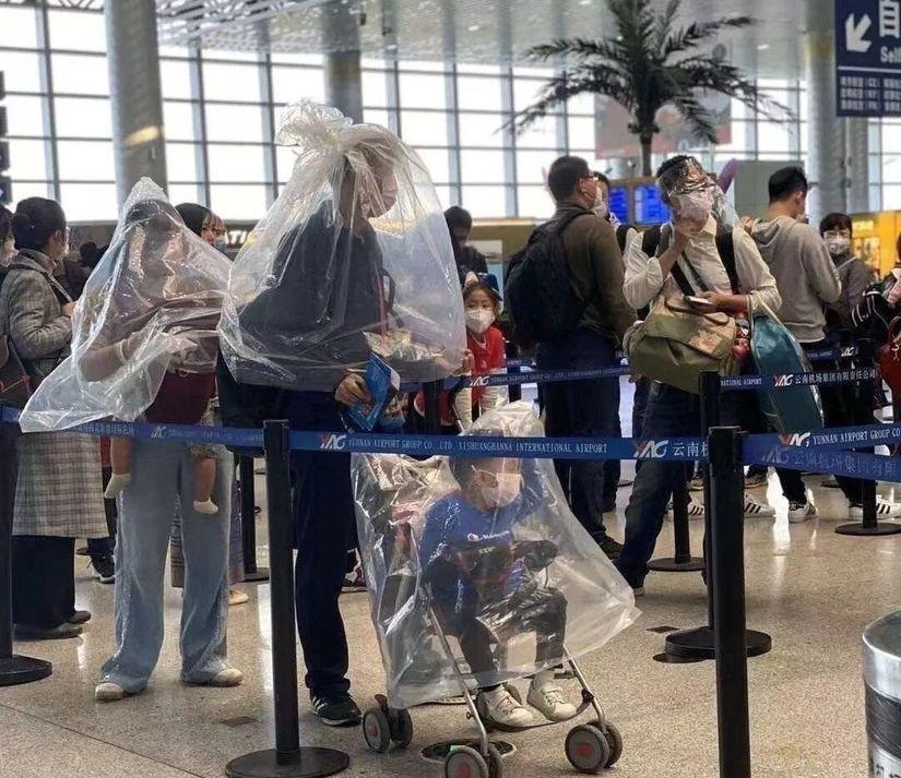 Đâu là cách Quế Vân, Dương Tử, Naomi Campbell chống Covid-19 ở sân bay?