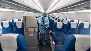 Truy tìm 11 người trên chuyến bay có người dương tính với Covid-19