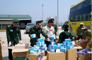 Xe khách chở 30.000 khẩu trang định vượt biên thì bị bắt