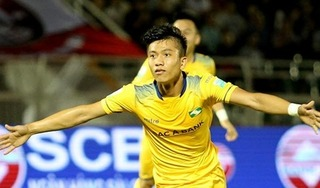 Phan Văn Đức nhận nhiều lời khen sau bàn thắng vào lưới Bình Dương