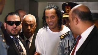 Diễn biến vụ Ronaldinho bị bắt ở Paraguay ngày càng phức tạp