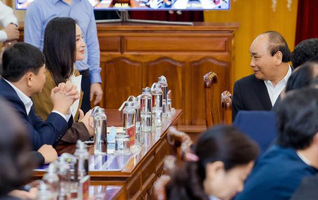 Mai Phương Thuý trao 20 tỉ cho Thủ tướng chính phủ chống  đại dịch Covid-19