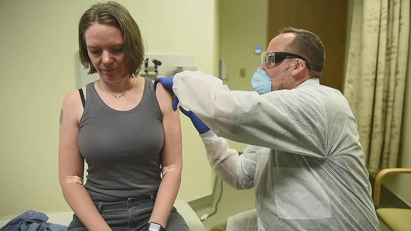 Video: Tiến hành thử nghiệm Vacxin Covid-19 trên người