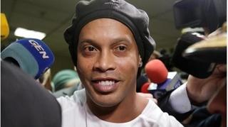 Chi số tiền khổng lồ, Ronaldinho vẫn không được toại ngoại