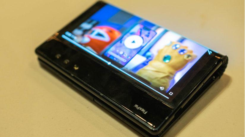 Smartphone gập đầu tiên trên thế giới sắp có phiên bản mới