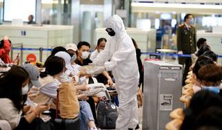100 sinh viên ĐH Y Hà Nội hỗ trợ sân bay Nội Bài chống dịch Covid-19