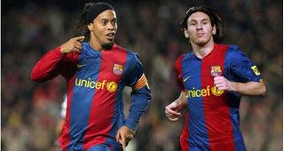 Ronaldinho mất cơ hội tái hợp cùng Barca khi vướng vòng lao lý