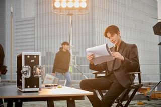 Loạt ảnh hậu trường của Lee Min Ho khiến fan mê mệt