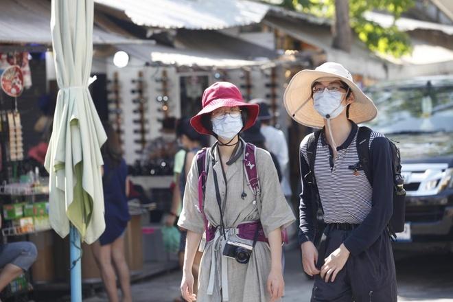 Người Trung Quốc bắt đầu đi du lịch trở lại trong mùa Covid-19