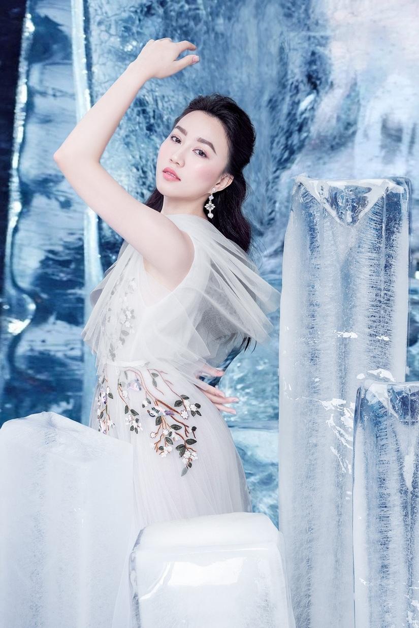 Huỳnh Hồng Loan khoe vẻ đẹp hút hồn tựa công chúa băng giá7