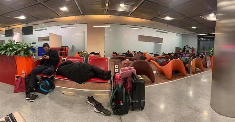 Đoàn du học sinh Việt Nam bị hủy chuyến bay tại Mỹ