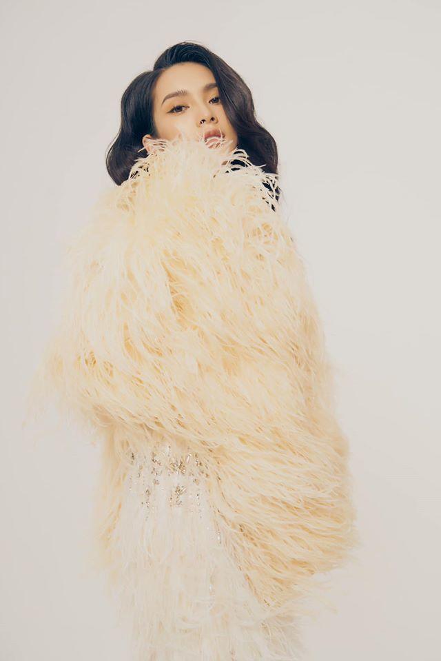 Người mẫu Quỳnh Lương khoe vẻ đẹp không tì vết trong bộ ảnh mới lạ9
