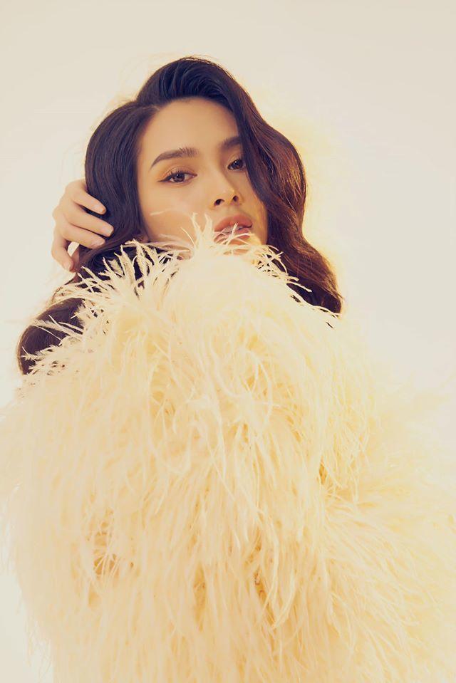 Người mẫu Quỳnh Lương khoe vẻ đẹp không tì vết trong bộ ảnh mới lạ4