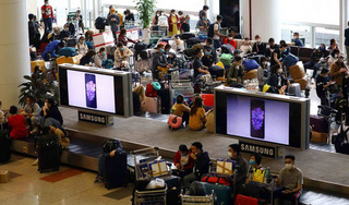Các sân bay tiếp tục đón hơn 2.000 người Việt Nam từ vùng dịch COVID-19 về nước