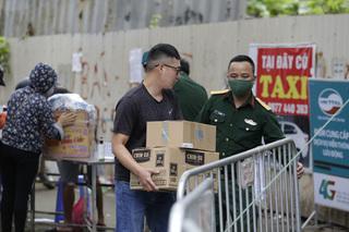 Chủ tịch UBND TP. Hà Nội đề nghị các gia đình không tiếp tế đồ ăn, đồ dùng cho người đang cách ly