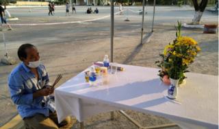 Người đàn ông ở Nghệ An lập bàn thờ, chịu tang cha trong khu cách ly