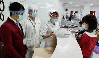 TP.HCM: Bác sỹ tự chế nón kính bảo hộ phòng ngừa Covid-19