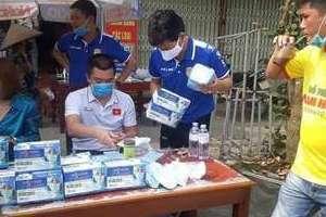 CLB Nam Định xuống đường phát 50.000 chiếc khẩu trang miễn phí