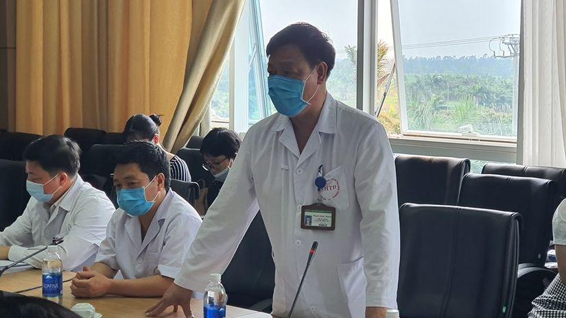 Thứ trưởng Bộ Y tế vào tận phòng thăm bệnh nhân Covid-19 2