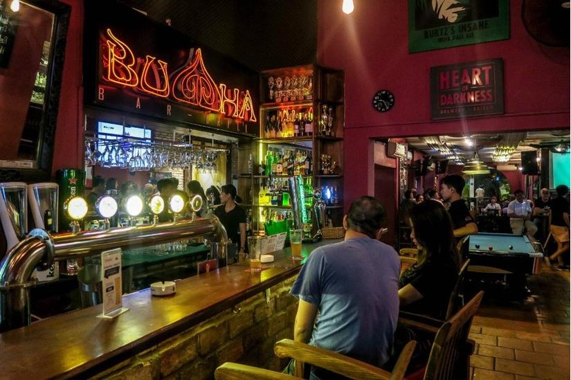 Ca nhiễm Covid-19 thứ 124 tại quán bar Buddha hàng ngày đi làm ở 2 công ty