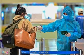 Hãng hàng không lên tiếng về cô gái trốn cách ly lên máy bay sang Anh