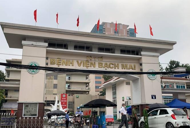 Bệnh viện Bạch Mai thực hiện 'Nội bất xuất, ngoại bất nhập'