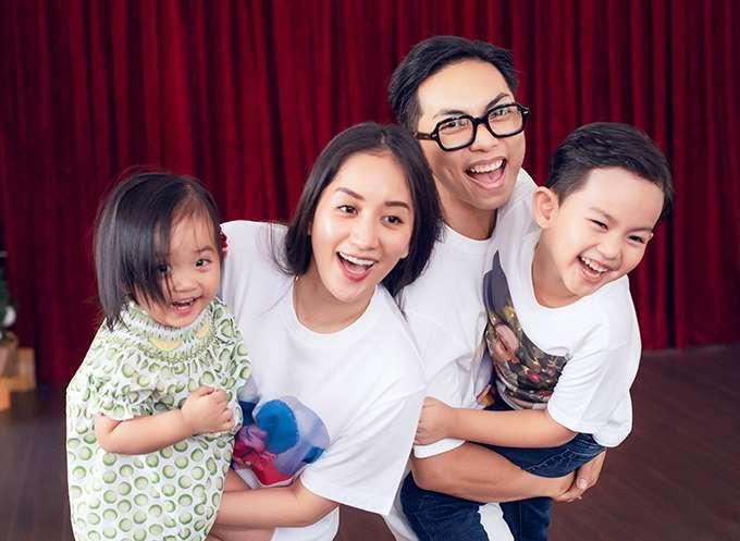 Vợ chồng Khánh Thi khiến cư dân mạng phát 'sốt' vì hành động tình cảm giữa đại dịch Covid-19