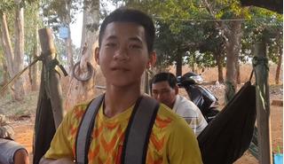 Đam mê bóng đá, chàng trai nghèo đạp xe 200 km tới HAGL tuyển sinh