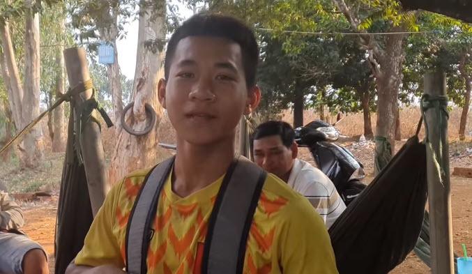 Cậu bé nhà nghèo đạp xe 200 Km tới HAGL tuyển sinh