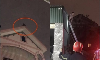 Thanh niên lơ lửng trên nóc nhà đòi tự tử vì thấy nhà mình thuê cháy rụi