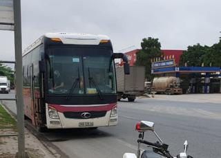 Thanh Hóa cách ly 29 người trên xe khách vì chở cô gái F2 với bệnh nhân Covid-19