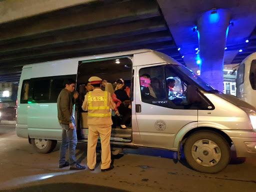 Dừng hoạt động xe hợp đồng, xe du lịch đến Hà Nội và TP HCM từ hôm nay để phòng dịch Covid-19