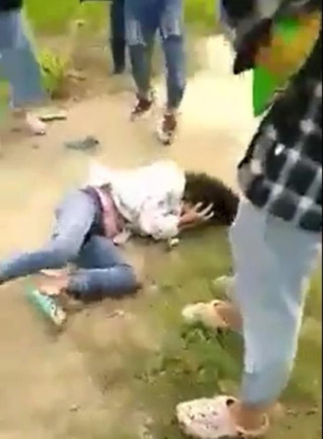 Nữ sinh lớp 9 bị hành hung giữa cánh đồng
