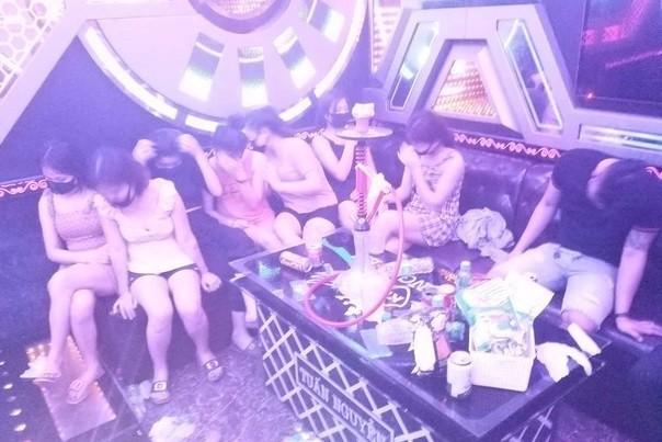 Tụ tập tại quán karaoke, 11 người ở Nghệ An buộc phải cách ly 14 ngày