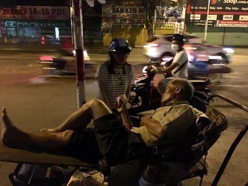 Văn Mai Hương bị ném đá vì phát ngôn giễu cợt giữa mùa dịch