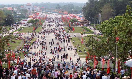 Đền Hùng vắng bóng khách dâng hương những ngày lễ hội dịp giỗ tổi Hùng Vương