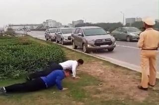 Hạ thi đua chiến sĩ CSGT để người lái ôtô chống đẩy